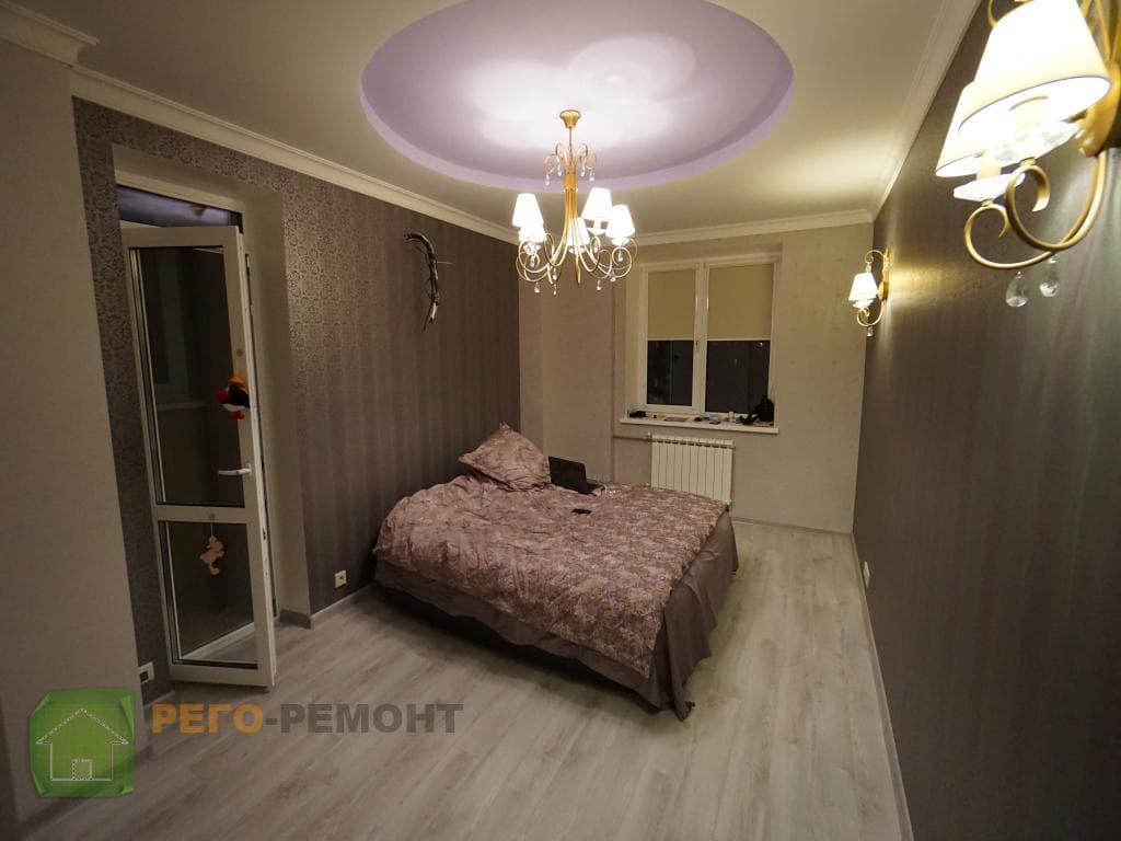 Отделка комнаты обоями в Москве